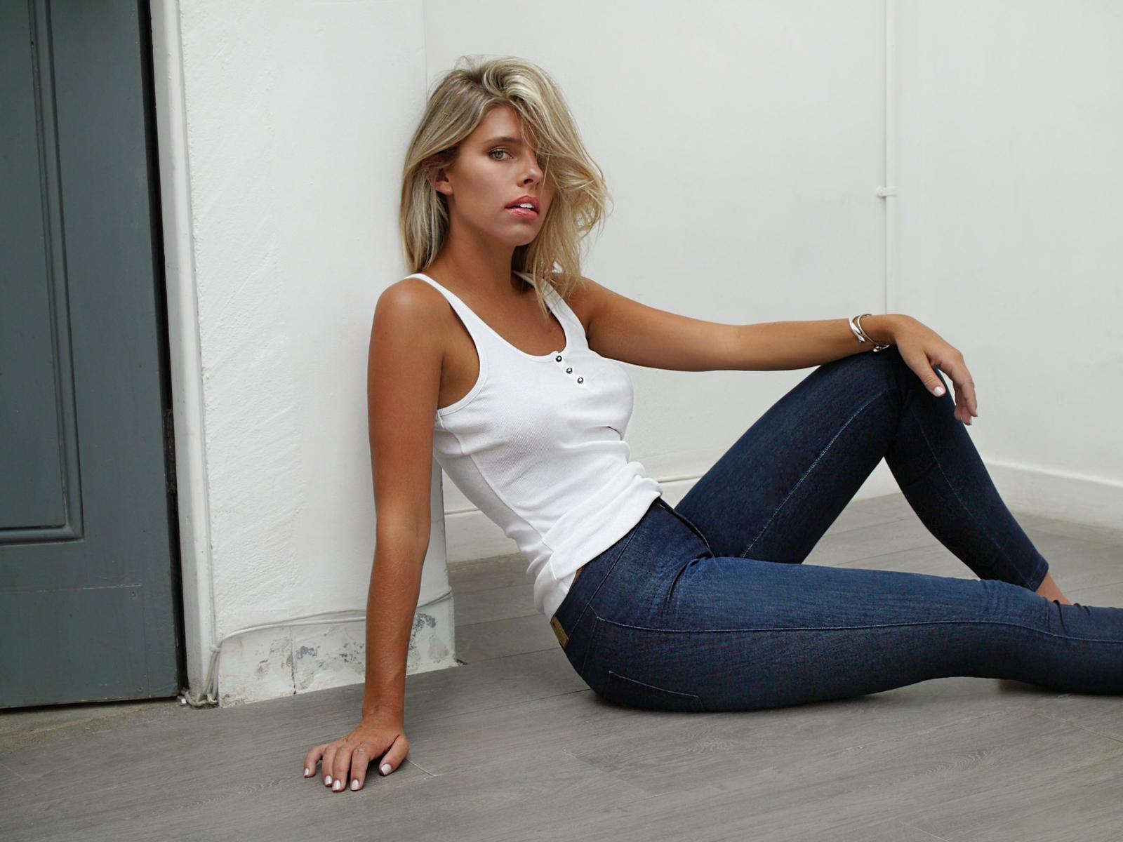 Natasha Oakley 14